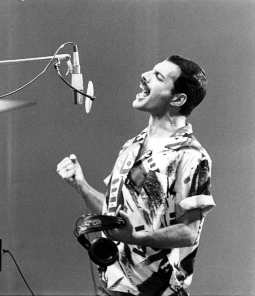http://dobriiden.ru/sites/dobriiden.ru/files/great_photos_of_legendary_freddie_mercury_1.jpg