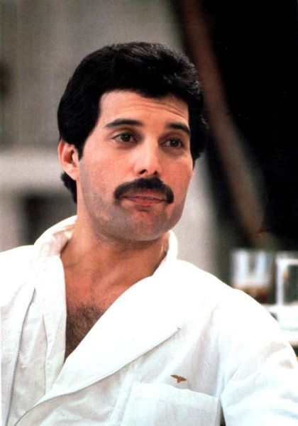 http://dobriiden.ru/sites/dobriiden.ru/files/great_photos_of_legendary_freddie_mercury_11.jpg
