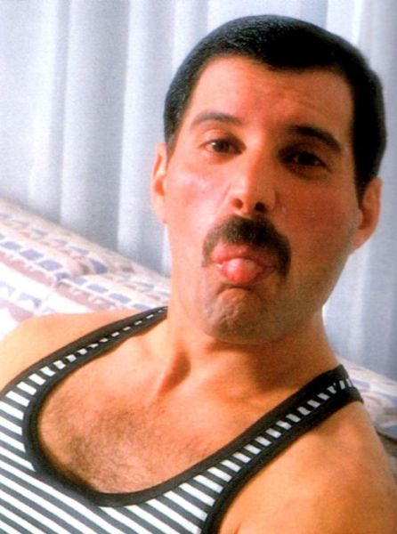 http://dobriiden.ru/sites/dobriiden.ru/files/great_photos_of_legendary_freddie_mercury_25.jpg