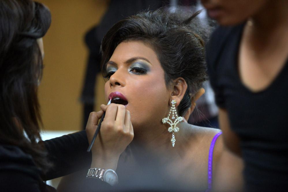 Непальцы выбрали самого красивого трансексуала 2012 года
