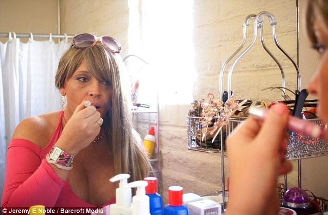 Как у транс сексуалов отрастают груди фото 531-501