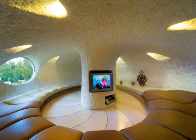 http://dobriiden.ru/sites/dobriiden.ru/files/unusual_home_11.jpg